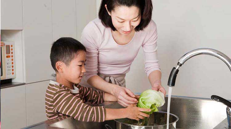 Washing produce to remove pesticides
