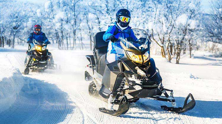 Snowmobile Tips for Beginners