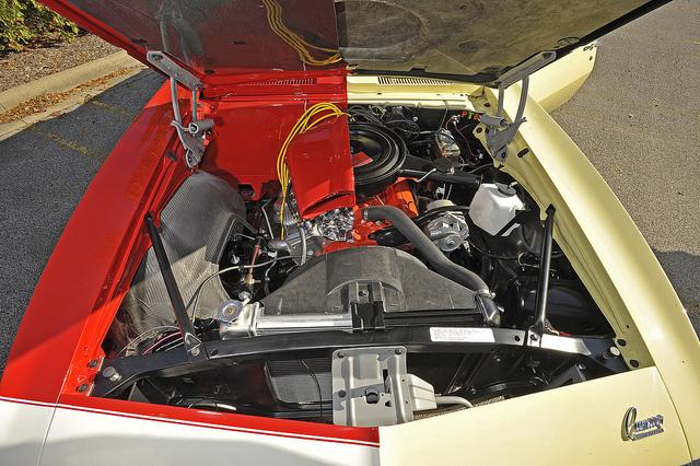 El motor del Doble Camaro de State Farm