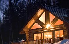 Cabaña en el bosque por la noche