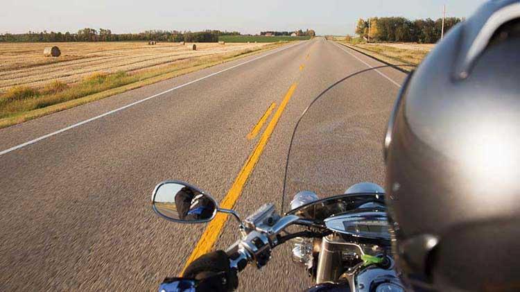 Hablando de motocicletas con un piloto