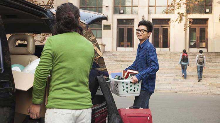 Preguntas comunes sobre el seguro de auto para estudiantes de universidad