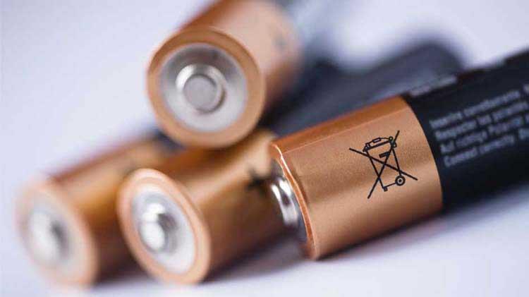 Cómo desechar baterías y más