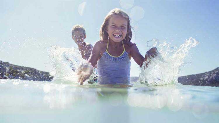 Los peligros de nadar en la naturaleza
