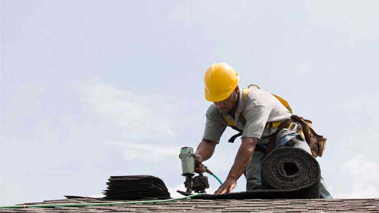 ¿Cómo elegir a un contratista para reparar el techo?