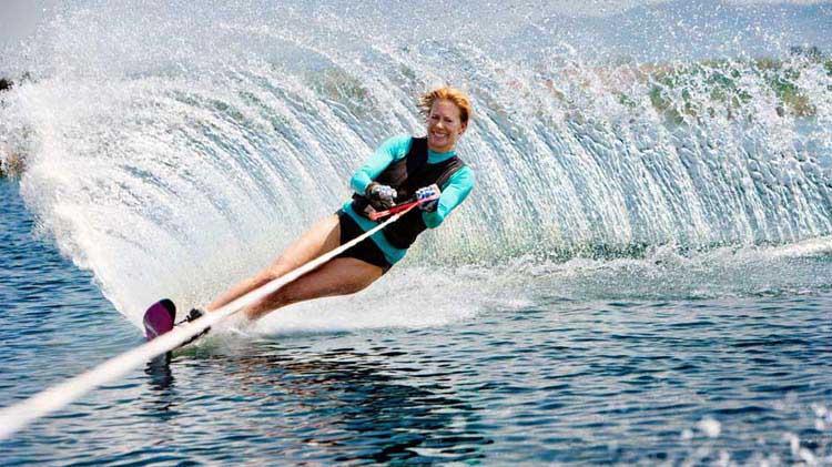 Mantente seguro en esquís acuáticos y motos acuáticas