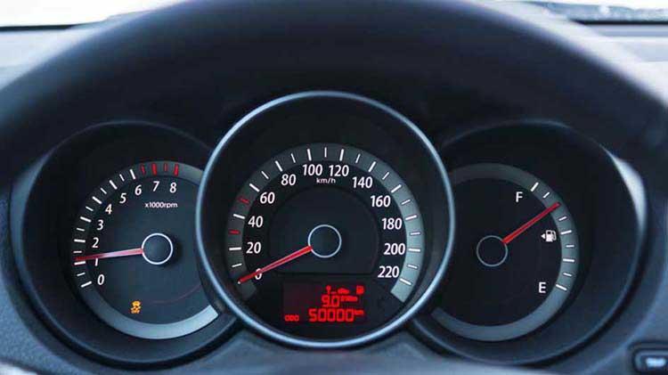 Usar destrezas de manejo de manera ecológica para ahorrar gasolina