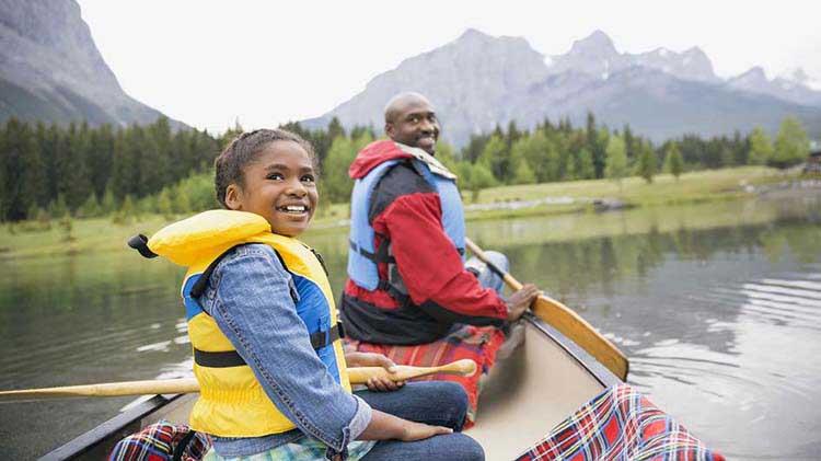 Mantente seguro cuando navegues en canoa y en kayak