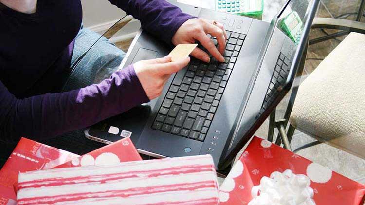 Lo último en estafas durante las festividades: Tarjetas electrónicas y correos electrónicos de ventas falsos