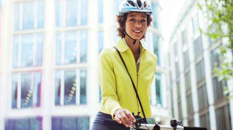 ¿Vas al trabajo en bicicleta? Aumenta tu seguridad en el viaje