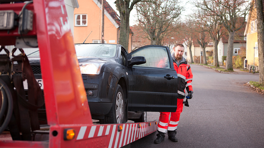 Towing a car after accident and making a claim