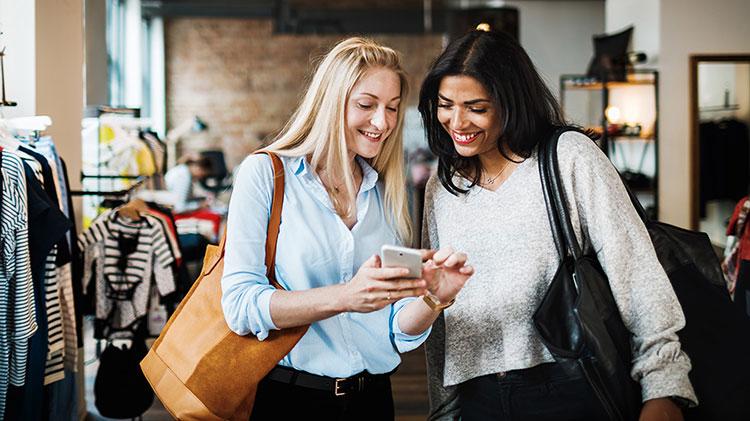 Women organizing a smart phone